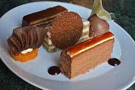 Zserbó, Eszterházy és Dobos torta a Gerbeaud Cukrászdában